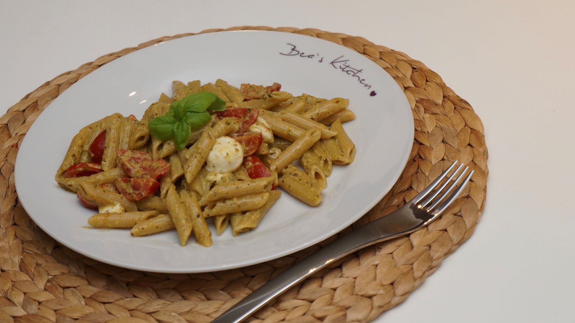 Pasta Tomate Mozzarella Basilikum