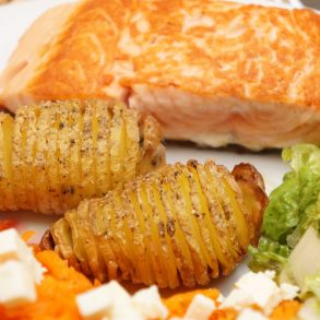 Fächerkartoffeln, Lachs, Salat