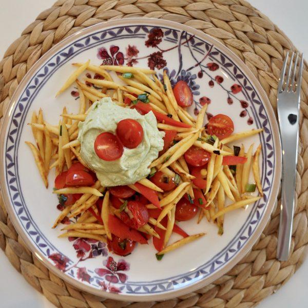 Gemüse-Schupfnudelpfanne mit Avocado-Dip