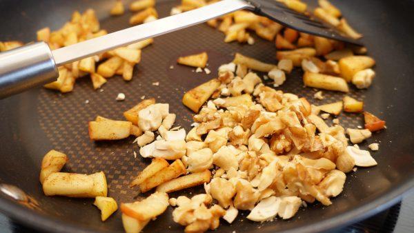 Vanilleporridge mit warmen Zimtäpfeln