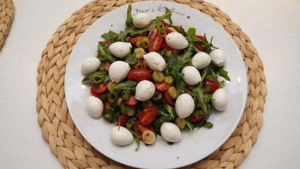 Rucolasalat mit Büffelmozzarella