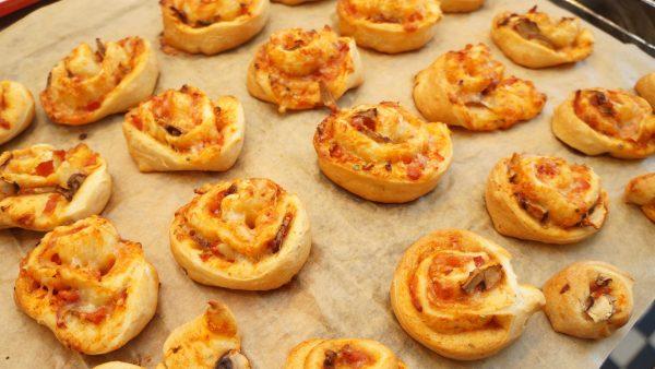 Pizza und Flammkuchenschnecken
