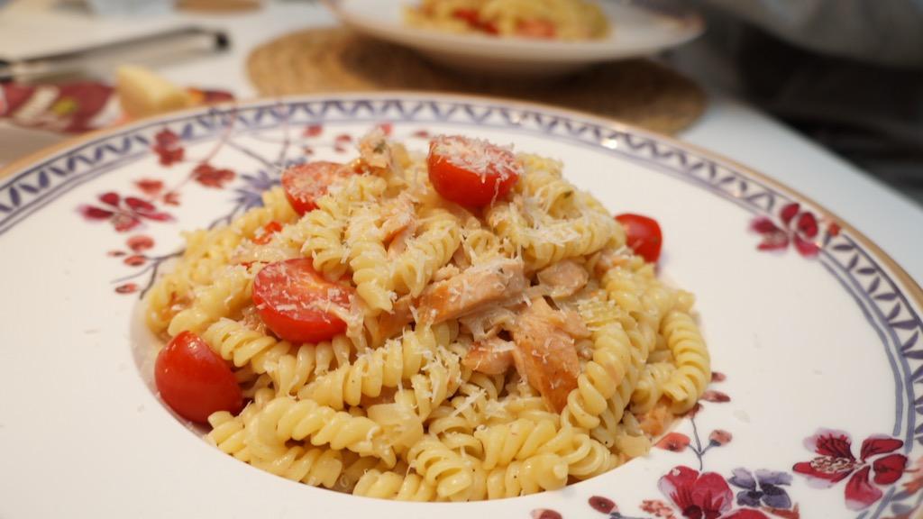 Pasta mit Weißwein-Sahne-Lachs-Sauce